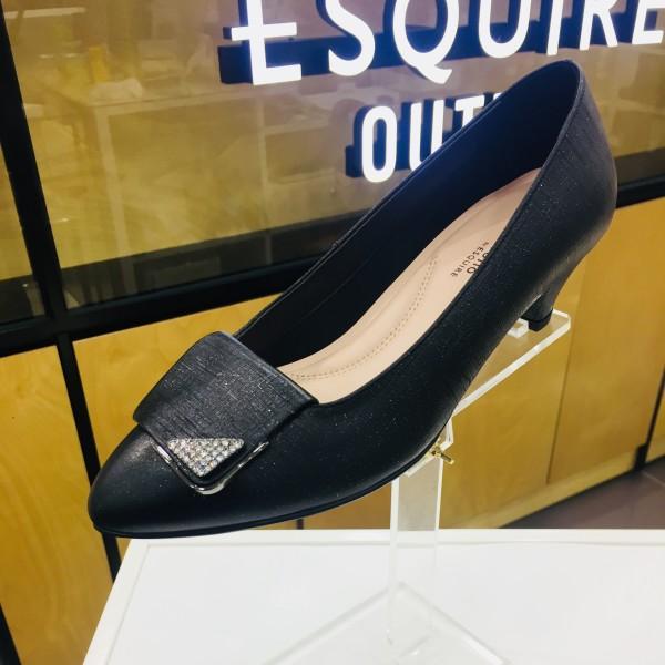 4c97bb77a3b 에스콰이아 5cm 여성 펌프스 구두입니다. 쿠션감이 많아 발이 무척 편하며 고급스런 장식 디자인으로 착용시 멋스러움까지 뭍어납니다.